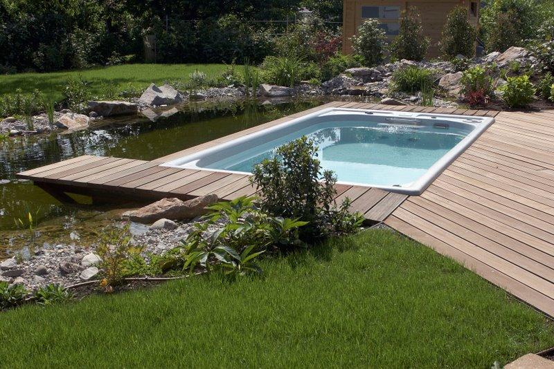 was ist der unterschied zwischen einem swimmingpool und. Black Bedroom Furniture Sets. Home Design Ideas