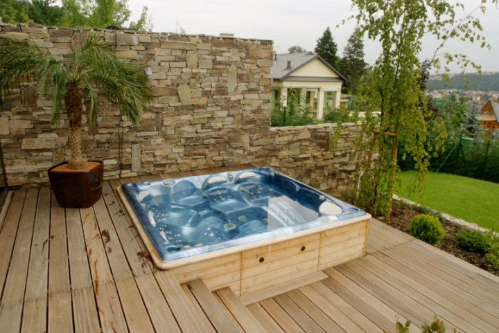 whirlpool columba auf einer terrasse blog aqua whirlpools. Black Bedroom Furniture Sets. Home Design Ideas