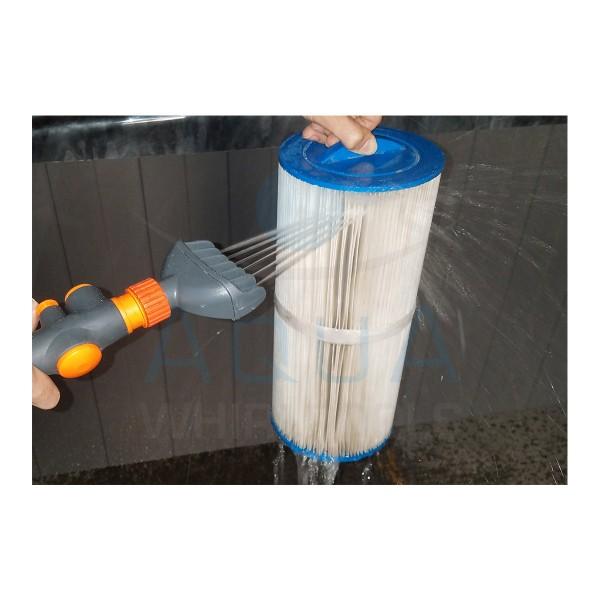 Filter Washer - Der hohe Düsendruck dringt bis in die tiefsten Falten des Filtervlieses vor